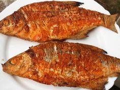 Parázson sült, ropogós keszegek Tasty, Yummy Food, Hungarian Recipes, Seafood, Grilling, Pork, Food And Drink, Sweets, Curry