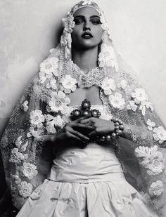 I N S P O : : Loving this beautiful daisy veil .Editorial: Hot Couture Sasha Pivovarova for Harpers Bazaar Russia June 2009 by Igor Vishyakov Sasha Pivovarova, Look Gatsby, Poses, Harpers Bazaar, Our Lady, Hair Jewelry, Belle Photo, Editorial Fashion, Wedding Hairstyles