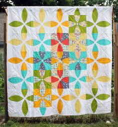 Picnic Petals by Sheri Cifaldi-Morrill Modern Quilting Gallery | The Modern Quilt Guild. I totally love this. Putting it on my to-do list