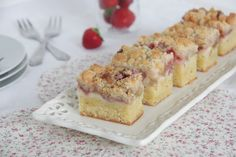 Rhubarb and strawberry cake with cheesecake filling and crumble on top :-)