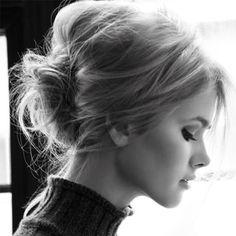 Messy chignon hair Beauty Tutorials: Hair tutorials love her hair Hair Messy Bun Hairstyles, My Hairstyle, Pretty Hairstyles, Messy Updo, Messy Buns, Prom Hairstyles, Bouffant Bun, Braided Updo, Vintage Hairstyles