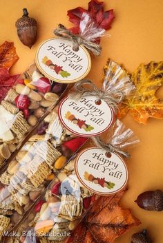 """What a lovely idea if you make these for all your Thanksgiving family and friends. Make it a """"thank you for coming over"""" gift for your family and friends! Fall Trail Mix {with FREE printable} Thanksgiving Treats, Fall Treats, Holiday Treats, Thanksgiving Activities, Thanksgiving Decorations, Thanksgiving Hostess Gifts, Thanksgiving Prayer, Church Decorations, Thanksgiving Outfit"""