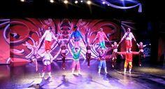 Moğol Akrobatları sahne gösterileri tüm hızıyla devam ediyor.