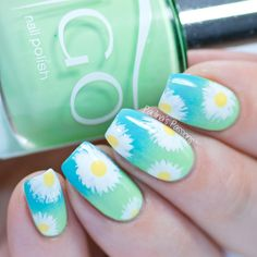 Easy Nails – Daisy Flowers over Gradient Base