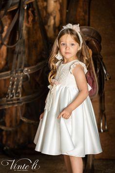 Φόρεμα βάπτισης Vinte Li 2923 μαζί με κορδέλα για τα μαλλιά, annassecret, Girls Dresses, Flower Girl Dresses, Girl Outfits, Spring Summer, Wedding Dresses, Clothes, Baby, Fashion, Dresses Of Girls