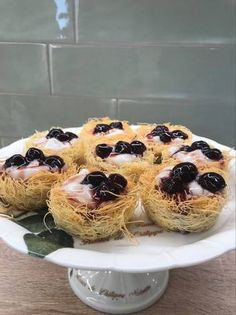 Greek Sweets, Sweet Pastries, Food Decoration, Greek Recipes, Dessert Recipes, Desserts, Doughnut, Muffin, Food And Drink