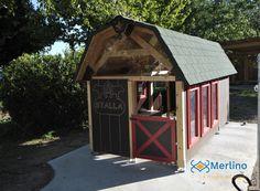 Casetta in legno per bambini stalla dotata di attrezzi e cariola. Adatta ai bambini dai 3 ai 6 anni della scuola dell'infanzia. Merlin, 3, Gazebo, Outdoor Structures, House Styles, Home Decor, Kiosk, Decoration Home, Room Decor