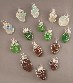 How to WireWrap Beach Glass the Easy Way – Wire crafts - Wire crafts, Wire wr. - How to WireWrap Beach Glass the Easy Way – Wire crafts – Wire crafts, Wire wrapping stones, Be - Wire Wrapped Jewelry, Wire Jewelry, Beaded Jewelry, Handmade Jewelry, Wire Earrings, Quilling Earrings, Wire Bracelets, Jewelry Tree, Paracord Bracelets