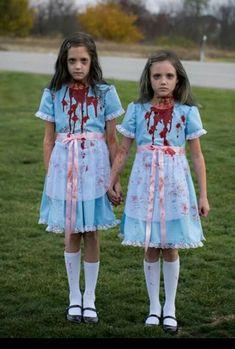 The Shining twins costume Sister Halloween Costumes, Twin Halloween, Fete Halloween, Halloween Cosplay, Shining Twins Costume, The Shining Twins, Creepy Doll Costume, Scary Costumes, Twin Costumes