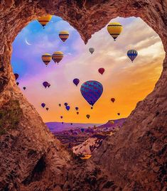 Cappadocia is the most popular hot air balloon ride destination in the world🧡. by Nature And World 💎 Air Balloon Rides, Hot Air Balloon, Balloons Photography, Nature Photography, Ballons Fotografie, Natur Wallpaper, Wow Photo, Air Ballon, Beautiful Nature Wallpaper