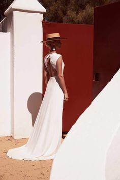 Robe de mariée 2018 : une robe à manches courtes en crêpe lourd Margaux Tardits, prix sur demande