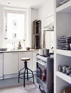 Combining modern and vintage flawlessly in this kitchen. From Elle.es
