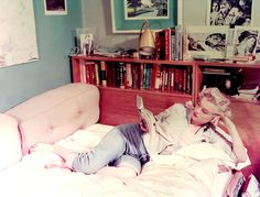 Marilyn Monroe in her own reading nook #books #MM