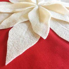 Poinsettia Pillow Tutorial (and Pattern) - Simple Simon and Company Felt Flower Pillow, Felt Pillow, Quilted Pillow, Felt Diy, Felt Crafts, Christmas Ornament Template, Christmas Crochet Patterns, Crochet Ornaments, Crochet Snowflakes