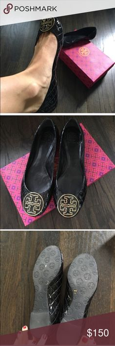 Tory Burch patent flats Patent flats with large logo. Hi These are in excellent condition. Used once around the house. Will come with box. Authentic. Too small for my big foot😊. Saving got a new pair my size Tory Burch Shoes Flats & Loafers