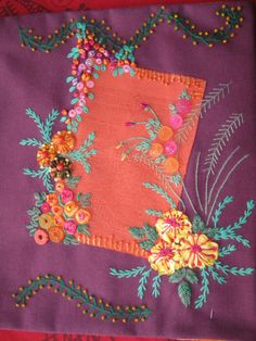 Love zig-zaggy embroid w/knots outline!   /mariasoledadmel/bordados-coloridos-quilting/   (she follows 7 of my embroider boards, has great taste & is pretty!)
