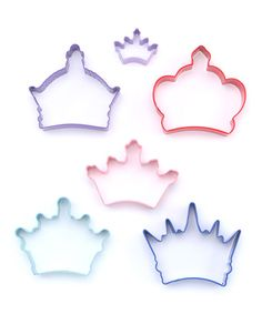 Round cookies are so square! Put some personality into the next batch with the help of this cool crown-themed collection. They're an easy improvement to any secret family recipe. Includes imperial, king, queen, Byzantine and 2 coronation crown cookie cuttersSmallest: 1'' longLarges...
