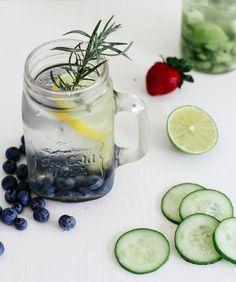 Acqua aromatizzata ~  http://www.greenme.it/mangiare/vegetariano-a-vegano/13526-acqua-aromatizzata-frutta