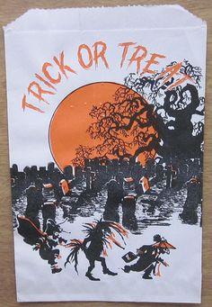 Graveyard Trick or Treat Bag Paper Halloween, Retro Halloween, Halloween Items, Halloween Trick Or Treat, Spirit Halloween, Fall Halloween, Trick Or Treat Bags, Hallows Eve, Wonderful Time