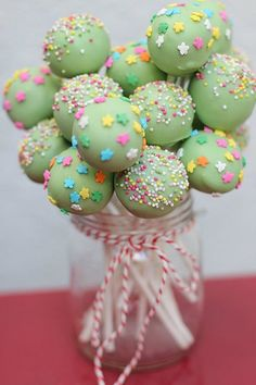 Cupcake Pop Bouquet, so cute for a BBQ or birthday party. Love the green frosting