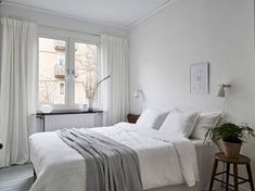 All white home with a vintage touch - via Coco Lapine Design blog | #bedroom #whiteinterior #shadesofwhite