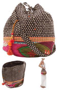 Bolsa em tecido macio, parte interna com três bolsos e fechamento por encaixe. R$ 238,00