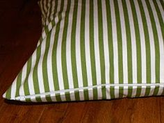 A Load Of Craft: Tutorial: How To Make A Zippered Throw Pillow Cover