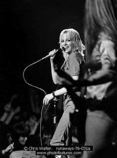 Runaways Photo for Media and Publishing Licensing from Photofeatures and Chris Walter. Photo of Runaways 1976 Cherie Currie Pop Punk, Rock And Roll, Archive Music, Sandy West, Cherie Currie, Linda Ronstadt, Concert Posters, Music Posters, Live Picture