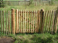 Rustikt trädgårdsgrindkastanjeträ Lands End Garden Deco, Garden Spaces, Kitchen Styling, Lands End, Garden Inspiration, Fence, Decoration, Garden Design, Backyard