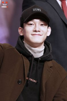 Chen - 161204 Hat's On fansign Credit: Lovable_xo.