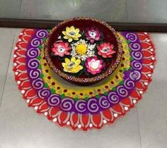 Check it out Make simple Diwali rangoli designs and welcome goddess Lakshmi into your home. Use flowers, flower petals and rangoli powder to create beautiful rangolis. The post . Rangoli Designs Flower, Small Rangoli Design, Colorful Rangoli Designs, Rangoli Designs Images, Flower Rangoli, Beautiful Rangoli Designs, Easy Diwali Rangoli, Diwali Craft, Diwali Diy