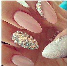15 Ideas de Diseño de Uñas con Cristales - Manicure Nails Tumblr, Pink Glitter Nails, Light Pink Nails, Nude Nails, Acrylic Nails, Gel Nails, Light Pink Nail Designs, Almond Nails, Nails On Fleek