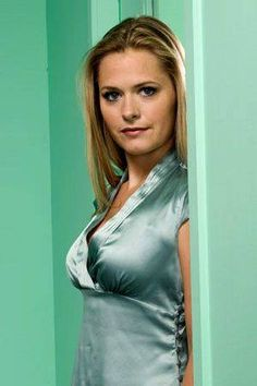 Maggie Lawson, actress (Psych/Inside Schwartz) Maggie Lawson, Celebrity Beauty, High Neck Dress, Actresses, Celebrities, Pretty, People, Psych, Fashion