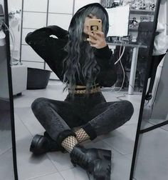 Red Fashion Outfits, Egirl Fashion, Edgy Outfits, Cute Casual Outfits, New York Fashion, Rock Outfits, Hipster Outfits, Fashion 2020, Modern Punk Fashion