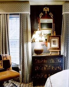 Eric Cohler's master bedroom is full of harmonious, luxurious detail-- Grasscloth walls make an earthy textural canvas from which to decorate with full box drapes, geometric carpet, chinoiserie black lacquer dresser, monogrammed throw. Beautiful Bedrooms, Beautiful Interiors, White Wood Blinds, Dark Walls, Traditional Interior, Window Coverings, Window Treatments, Home Wallpaper, Interior Design Inspiration