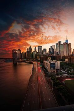 View Of New York City From The Sunset Over Manhattan, USA. Manhattan is one of the 5 main districts of New York City. New York Wallpaper, Sunset Wallpaper, City Wallpaper, Landscape Wallpaper, Trendy Wallpaper, Ciudad New York, Urban Photography, Travel Photography, Landscape Photography