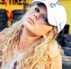#tb to a veryyyyy old picture of Taylor Swift