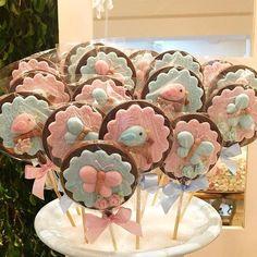 Festa Jardim da Isabella !!! . Doce: Pirulitos de chocolate . Buffet e Decoração: @mundomagicobuffet ...