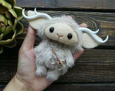 Cute Fantasy Creatures, Cute Creatures, Cute Crafts, Felt Crafts, Wet Felting, Needle Felting, Muñeca Diy, Cute Stuffed Animals, Cute Monsters