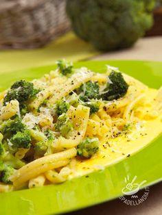 Se volete rendere la vostra Pasta ai broccoli e taleggio ancora più saporita, guarnite i piatti, al al momento di servire, con pancetta croccante!