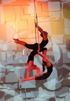 Angelika Kogut trapeze...so cool it's with three people!