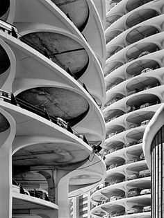 Marina City Towers in Chicago by Bertrand Goldberg (1964)