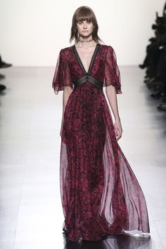 See the complete Tadashi Shoji Fall 2017 Ready-to-Wear collection.