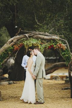 Rustic ceremony wedding decor | photo by Matthew Morgan | 100 Layer Cake | Bride in BHLDN #BHLDNbride