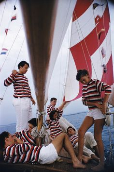 Slimming Slim Aarons Adriatic Sailors (Estate Stamped Limited Edition of Young holidaymakers from Milan enjoy a sail on the Adriatic, (Photo by Slim Aarons/Hulton Archive/Getty Images) Estate Stamped Limited Edition of 150 - Slim Aarons, Mode Vintage, Vintage Swim, Vintage Vibes, High Society, Attractive People, Yacht Club, Color Photography, Photography Photos