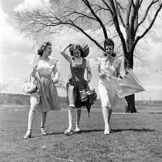The Fiercest Lilliputian Fashion Tv, 1940s Fashion, Vintage Fashion, Fashion Trends, 20th Century Women, 20th Century Fashion, Vintage Photographs, Vintage Photos, 1940s Looks