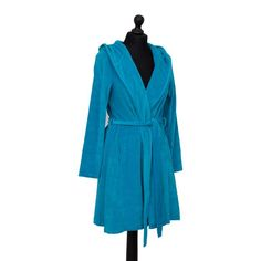 The delicate Farbenfreunde womens, hooded Bath Robe Short, Summer Petrol is perfect for introducing a touch of luxury to your relaxation at home. Other colours available. Machine washable at 30°C and can be put in tumble dryer on a low heat. Available in small, medium & large and other colours too. Dryer, Dressing, Bright Colours, Gowns, Unisex, Shorts, Washing Machine, Summer, Delicate