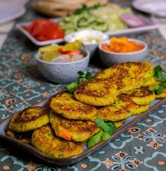 Läckra Grönsaksbiffar som serveras i pitabröd med goda tillbehör. Godare än falafel om jag får tycka!