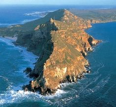 Cape Point - the very tip of Africa. Standing on cape point you can see the Indian and the Atlantic oceans meet, they are different colours and make a line where they join - wow! Oh The Places You'll Go, Places To Travel, Places To Visit, Surf, Espanto, Cape Town South Africa, Belleza Natural, Dream Vacations, Wonders Of The World