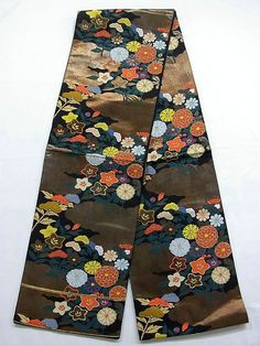 This is a Fukuro obi with elegant Hon Fukuro obi with whimsical 'Kiku'(chrysanthemum), kikyo 'bell flower', 'ominaeshi'(patrinia) on foil clouds pattern, which is woven